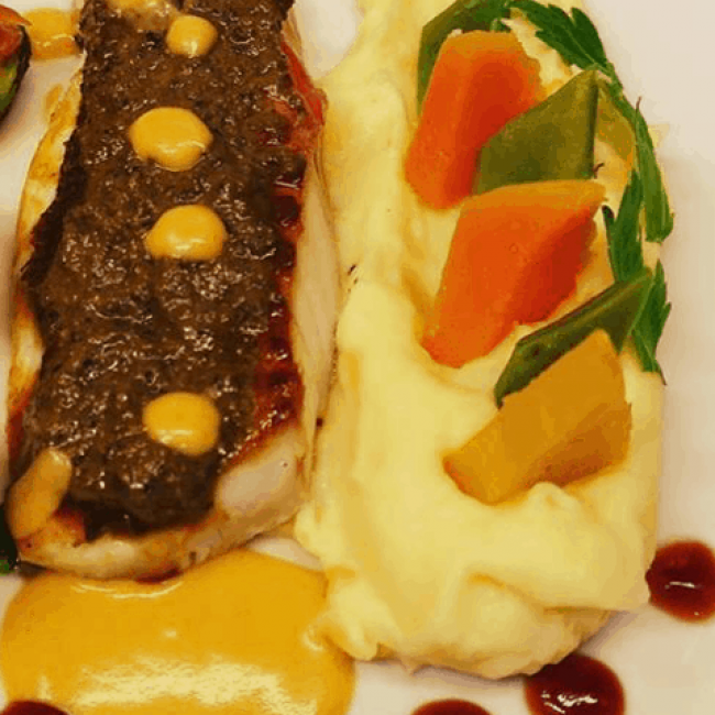 Dos de merlu en croûte de fromage de brebis, purée à la truffe du Var