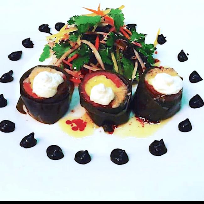 Maki de magret de canard fumé au foie gras et polenta, espuma de wasabi