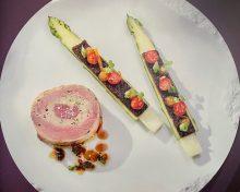 Agneau de lait des Pyrénées, à la sarriette, pieds d'agneau et asperges de Roques-Hautes, kumquats