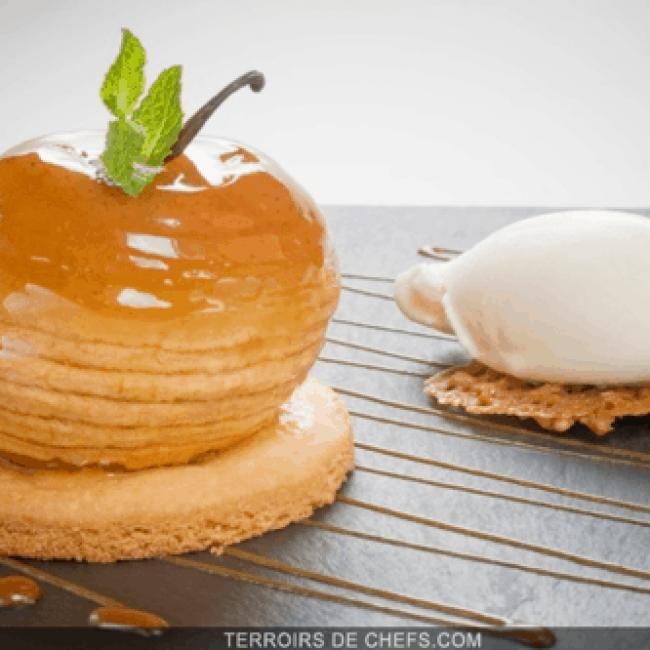Pomme caramélisée au beurre salé et biscuit sablé
