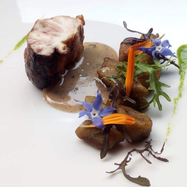 Cervelle de veau, gnocchis d'épinards, beurre blanc aux algues, anchois et yuzu