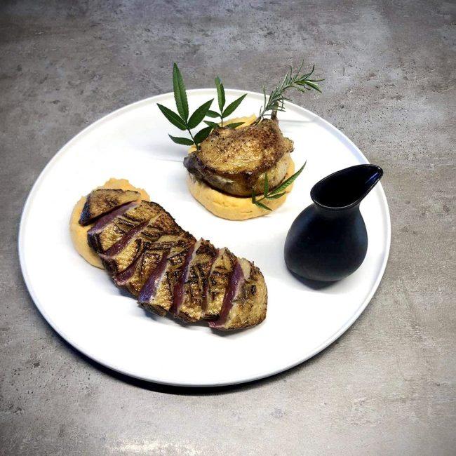 Filets de cannette marinés, au romarin et orange puis grillés, cuisses braisées au four et mousseline de patates douces à la vanille, sauce au miel orange