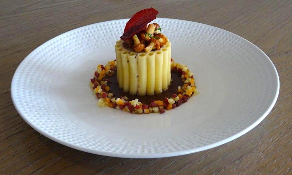 Confit d'épaule d'agneau en habit de macaroni, Matignon de légumes et jeunes girolles