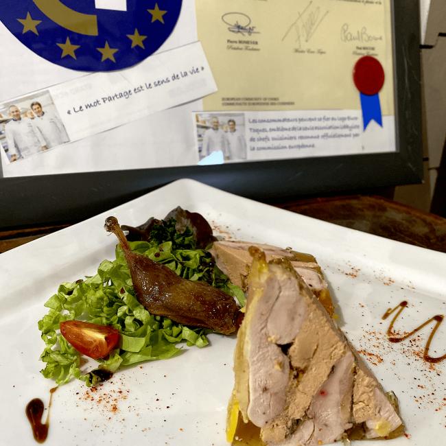 Petit pressé de filets de cailles au foie gras et cuisses de cailles confites