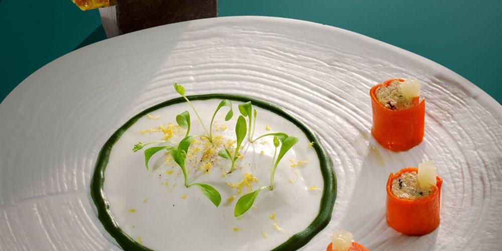 Rafraichi d'araignée de mer au gingembre, voile de yaourt acidulé et coulis de coriandre