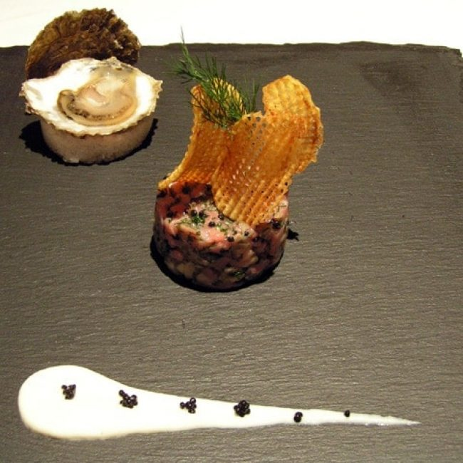 Tartare filet de veau aux huîtres plates de Cancale